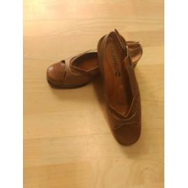 Zapato con tacón de señora nacarado