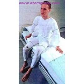 Pijama largo con cremalleras en la espalda y en la parte interior de las piernas